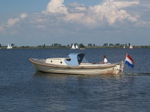 With the Langweerder sloop along the Frisian Eleven Towns
