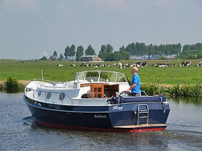 Viva la Frisia: Sail on a motor yacht including services