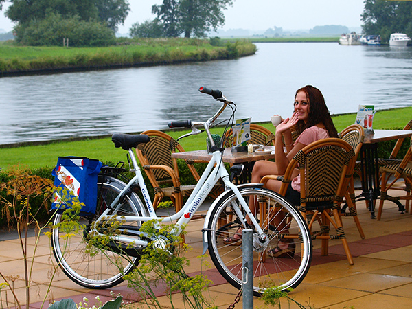 Touring bike: Fryslân Fiets, made for Friesland Holland by Gazelle. Almost equal to: Sparta Marathon 7.0 Bliss & Happiness and Batavus Deluxe Lento.